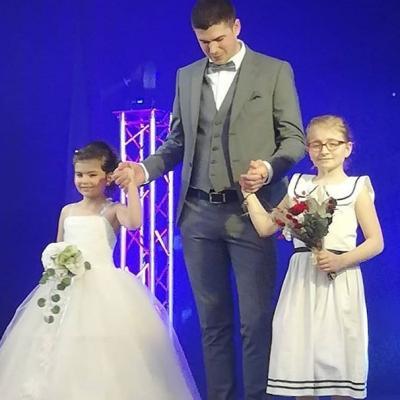 Carroussel mariages et enfants d honneur avec le marie