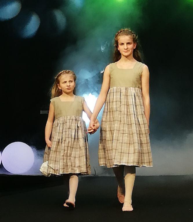 Les enfants d'honneur de Fifi au jardin Mariages_i123456789123