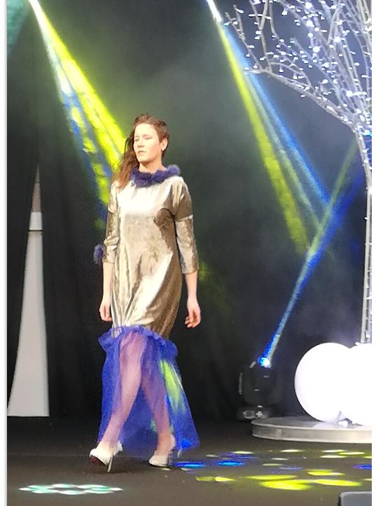 Megh pour Fifi au jardin en robe de soirée au Salon du Mariage d'Hardelot janvier 2019