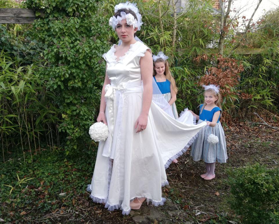 Robe Création_Les Mariées de Fifi au jardin_ robe et traîne