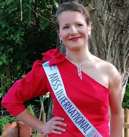 Comme Miss Eléonore Megh, habillez-vous Fifi au jardin pour une tenue faite rien que pour vous !
