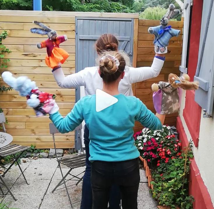 Decouvrez les lapins marionnettes de fifi au festival mondial des theatres de marionnettes a charleville mezieres