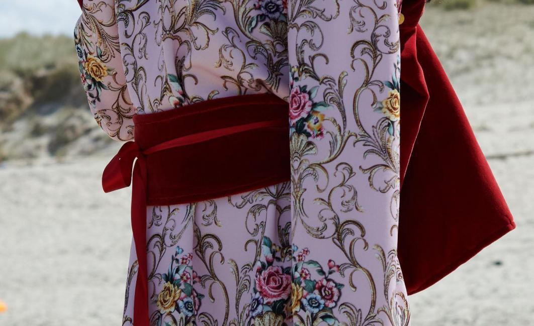Detail de tenue collection printemps ete 2021 fifi au jardin un grand vent de fleurs i215