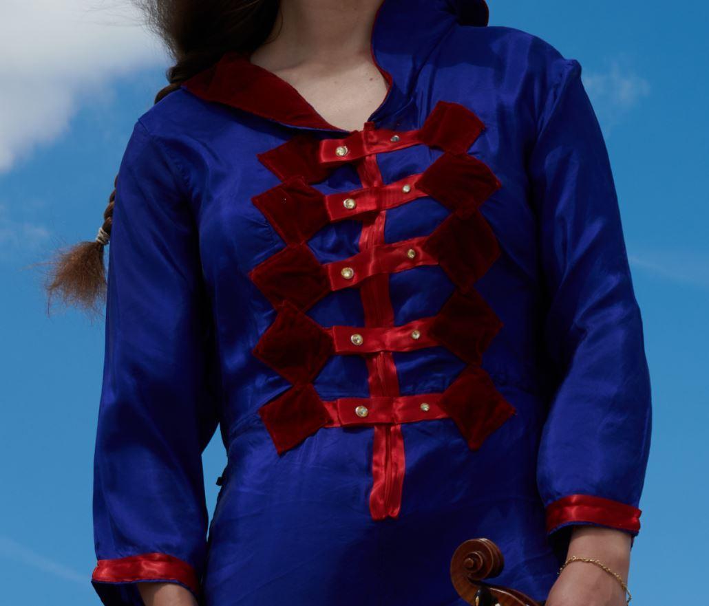 Detail de tenue collection printemps ete 2021 fifi au jardin un grand vent de fleurs i510