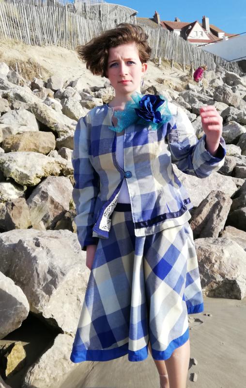 Ensemble veste et jupe de tailleur masterpiece lin et coton madras bleu marine collection capsule bords de mer printemps ete 2019 gamme femmes fifi au jardin i9