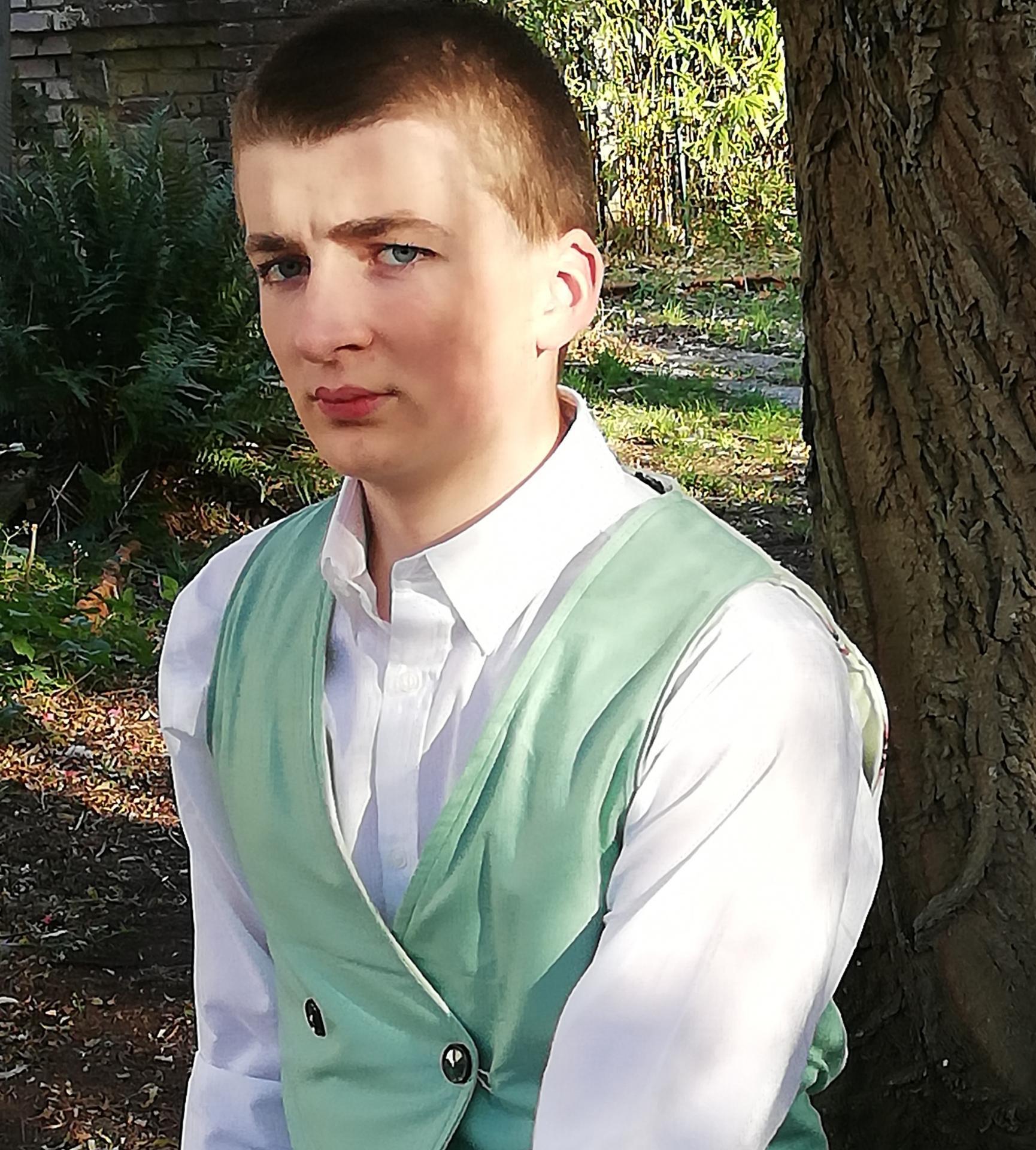 Gilet british reversible l elegant vert homme fifi au jardin pose 3