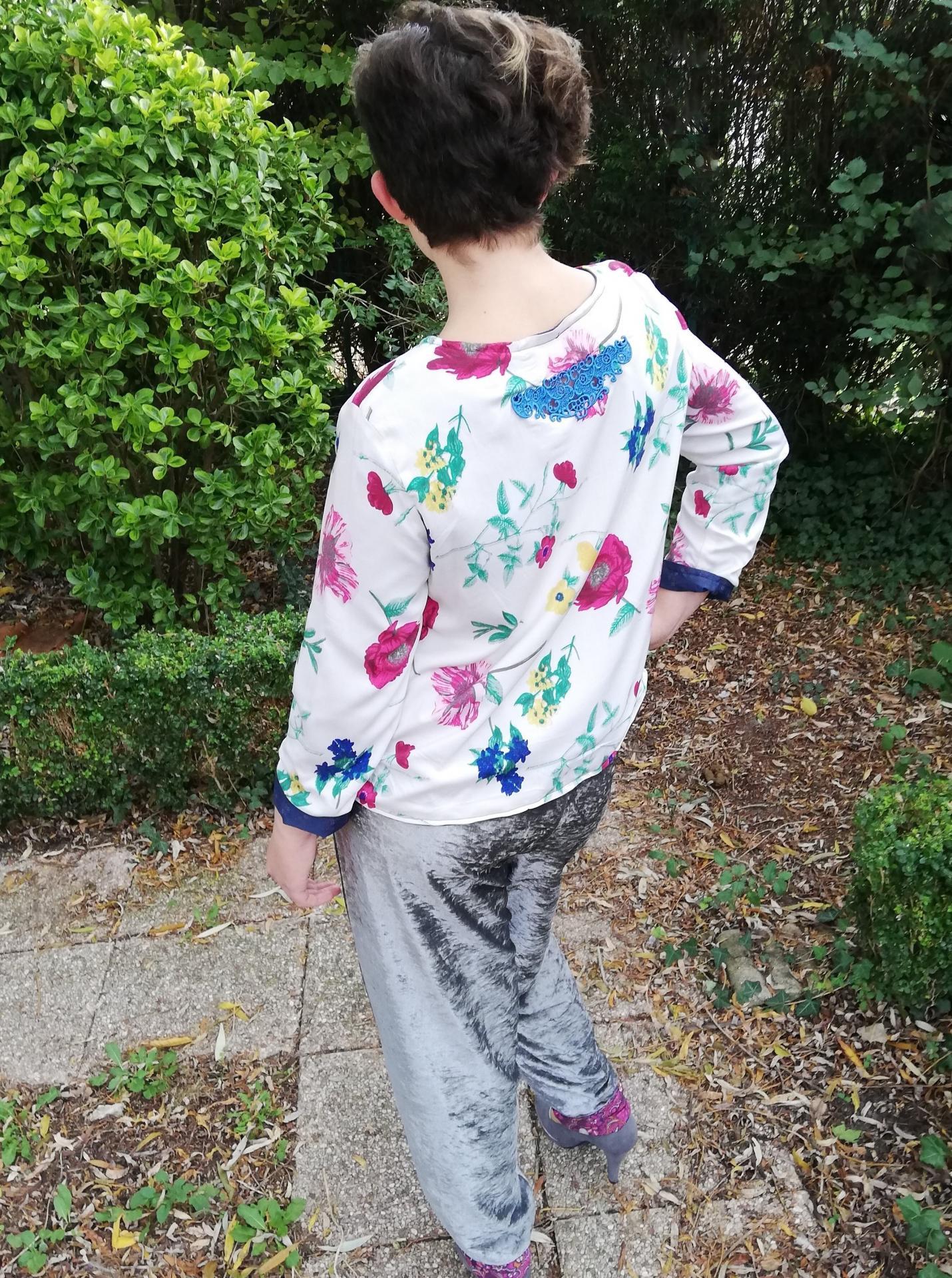 Haut recto verso incrustation dentelle faite main bas de la nuque imprime fleuri et liberty pantalon souple reversible velours et jersey imprime pose 2 copie