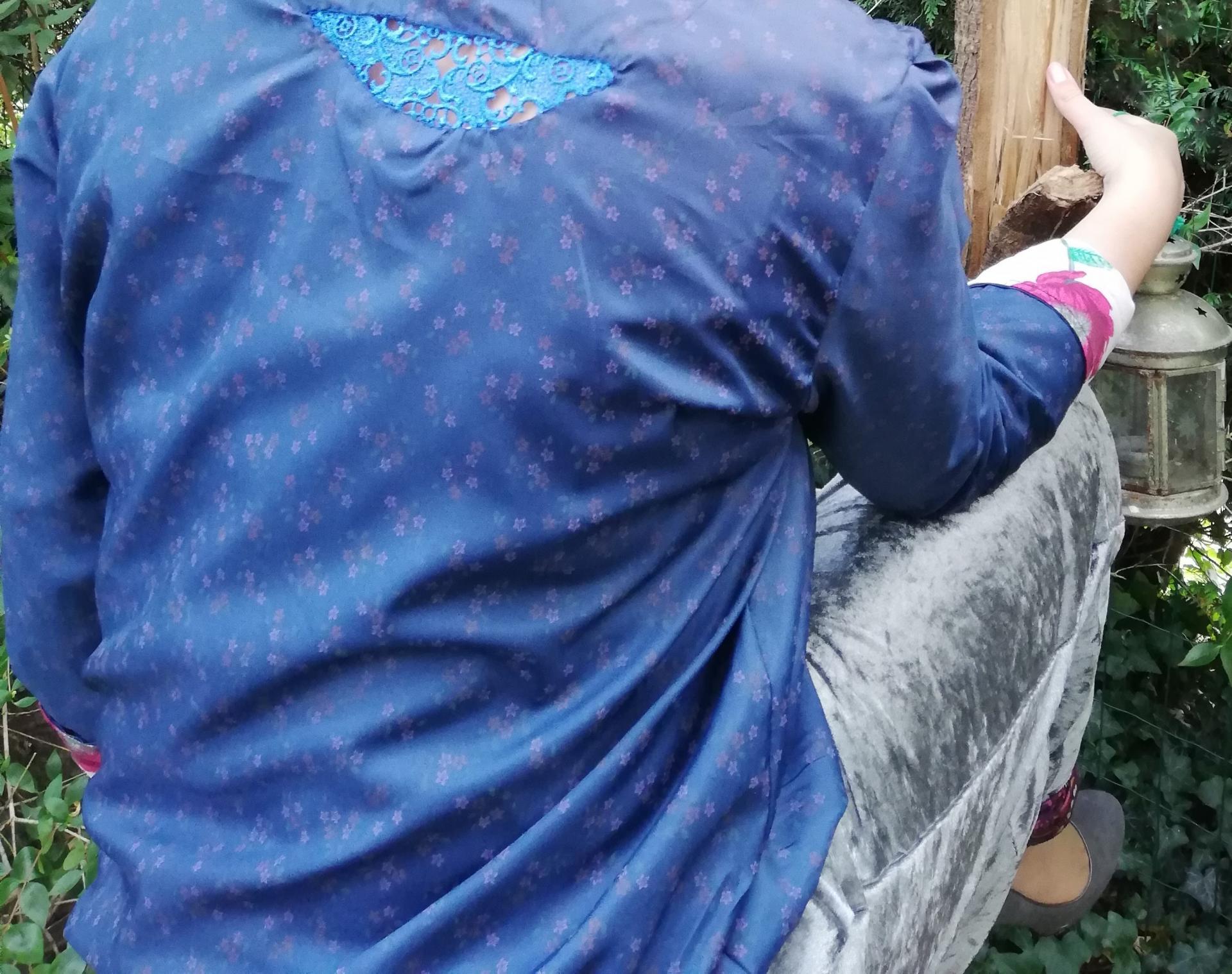 Haut recto verso incrustation dentelle faite main bas de la nuque imprime fleuri et liberty pantalon souple reversible velours et jersey imprime pose 3 copie