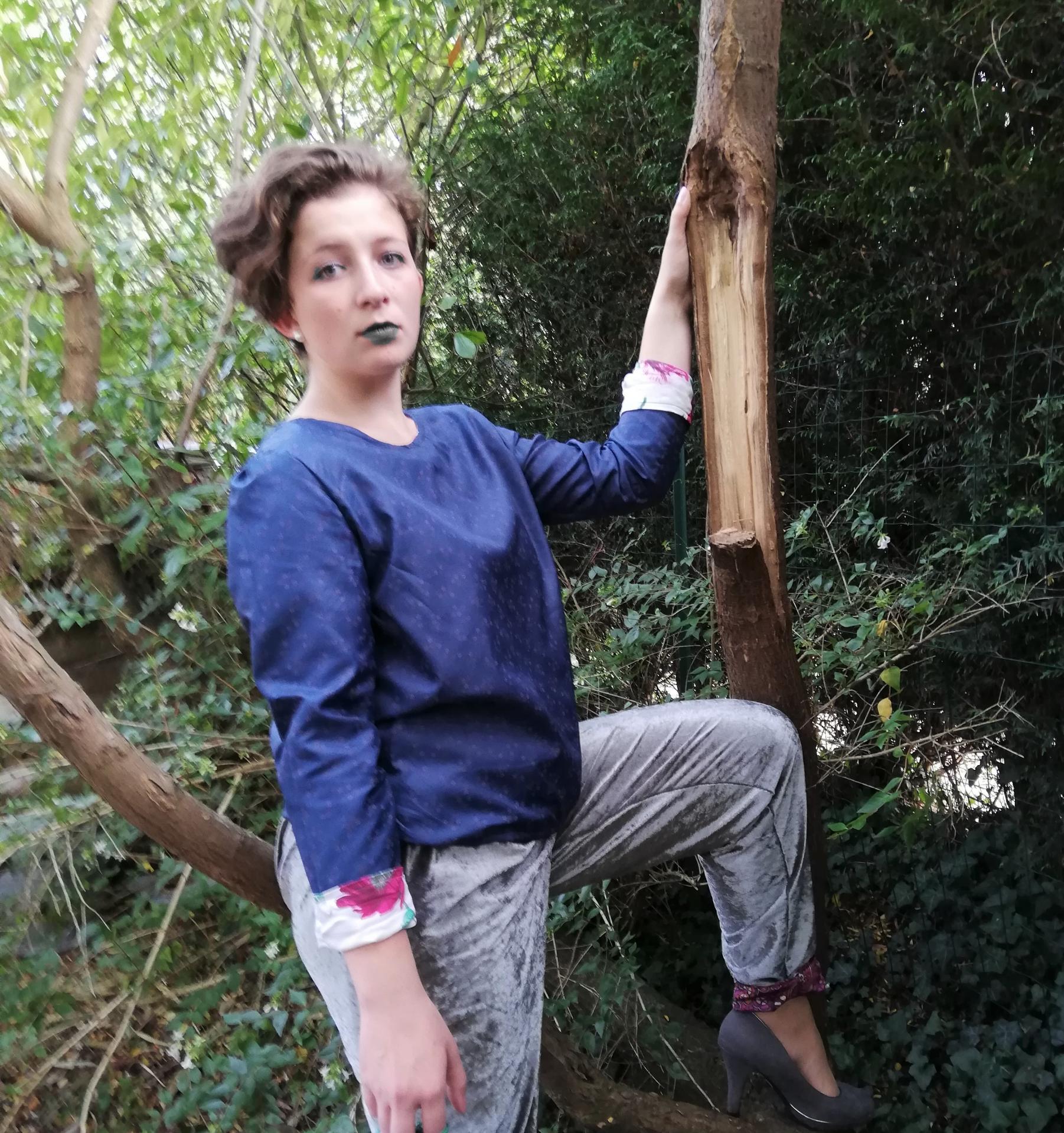 Haut recto verso jersey bleu et imprime fleuri pantalon souple reversible velours et jersey taille elastique
