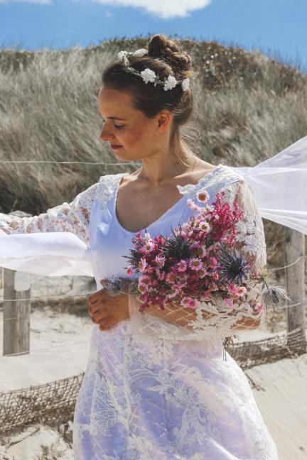 Mannequin Marie Klein porte la tenue 'Empire russe' de la Collection Fifi au jardin Printemps-Eté 2021_copyright Fifi au jardin 2020-2021 Un grand vent de fleurs