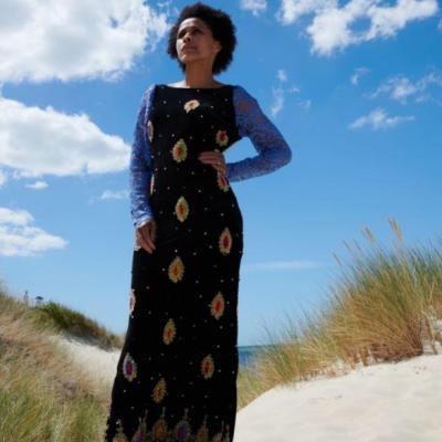 Mannequin Fernanda Dos Santos porte 'La Sultane' de la Collection Fifi au jardin Printemps-Eté 2021_copyright Fifi au jardin 2020-2021 Un grand vent de fleurs