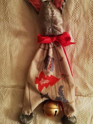 Lapin doudou reversible pinpin de fifi fifi au jardin rouge de noel 3
