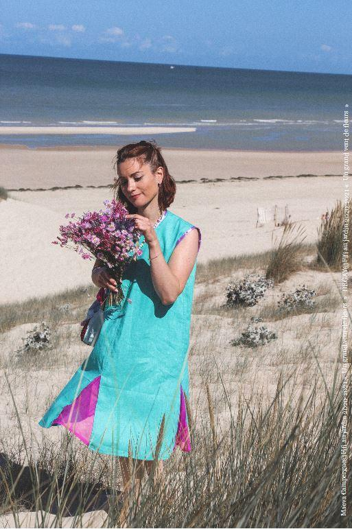 Mannequin maeva campergue porte la tenue bain de soleil de la collection fifi au jardin printemps ete 2021 copyright fifi au jardin 2020 2021 un grand vent de fleurs i1