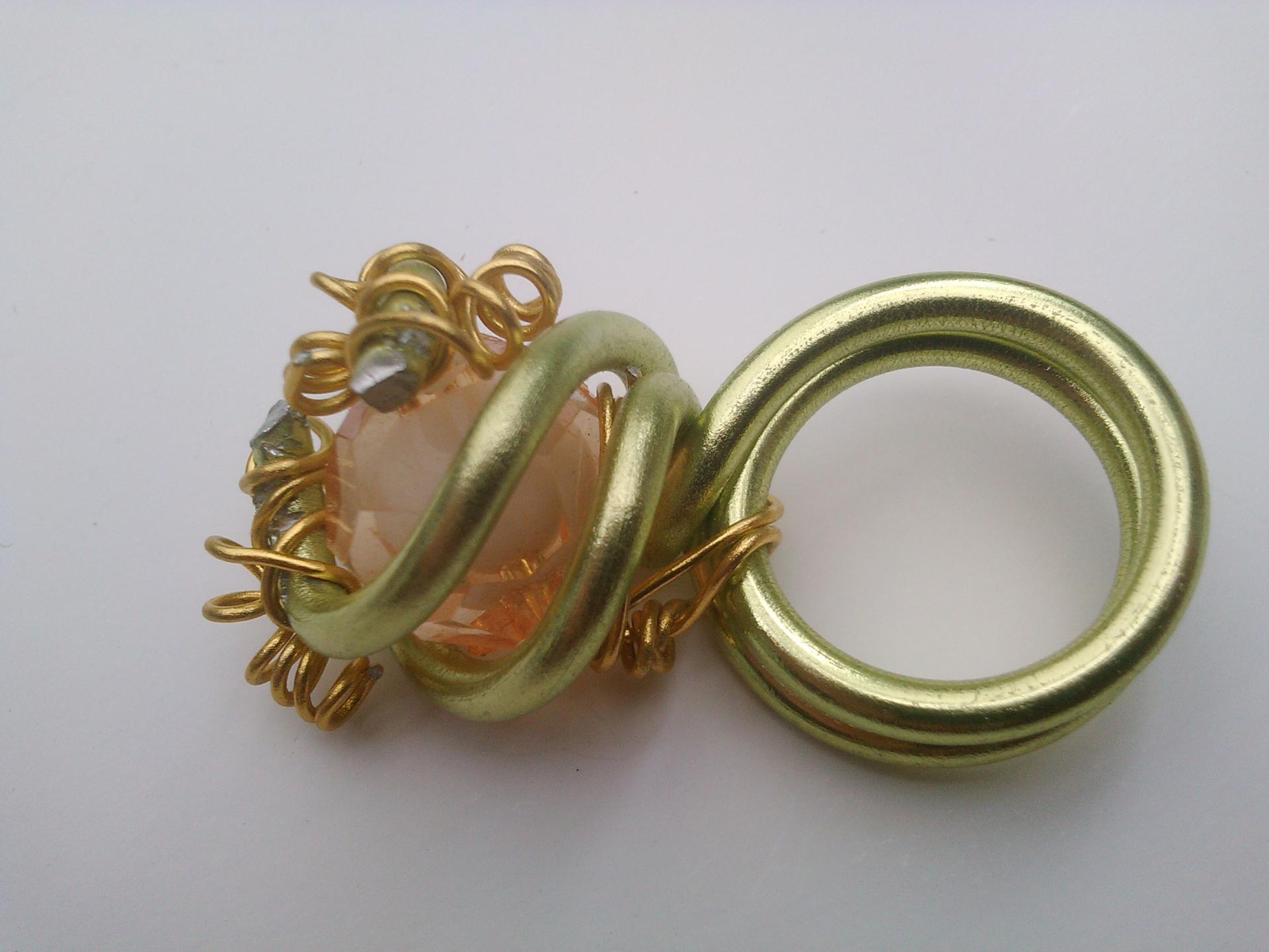 Parure bague eglantine qualite materiaux precieux fantaisie perles de qualite fils tresses couleurs travaillees main pieces de dentelle brodees main fifi au jardin precious i2