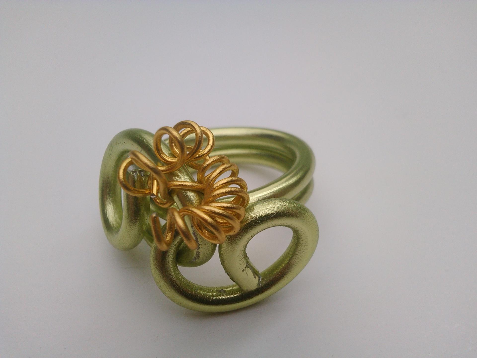 Parure bague flora qualite materiaux precieux fantaisie perles de qualite fils tresses couleurs travaillees main pieces de dentelle brodees main fifi au jardin precious