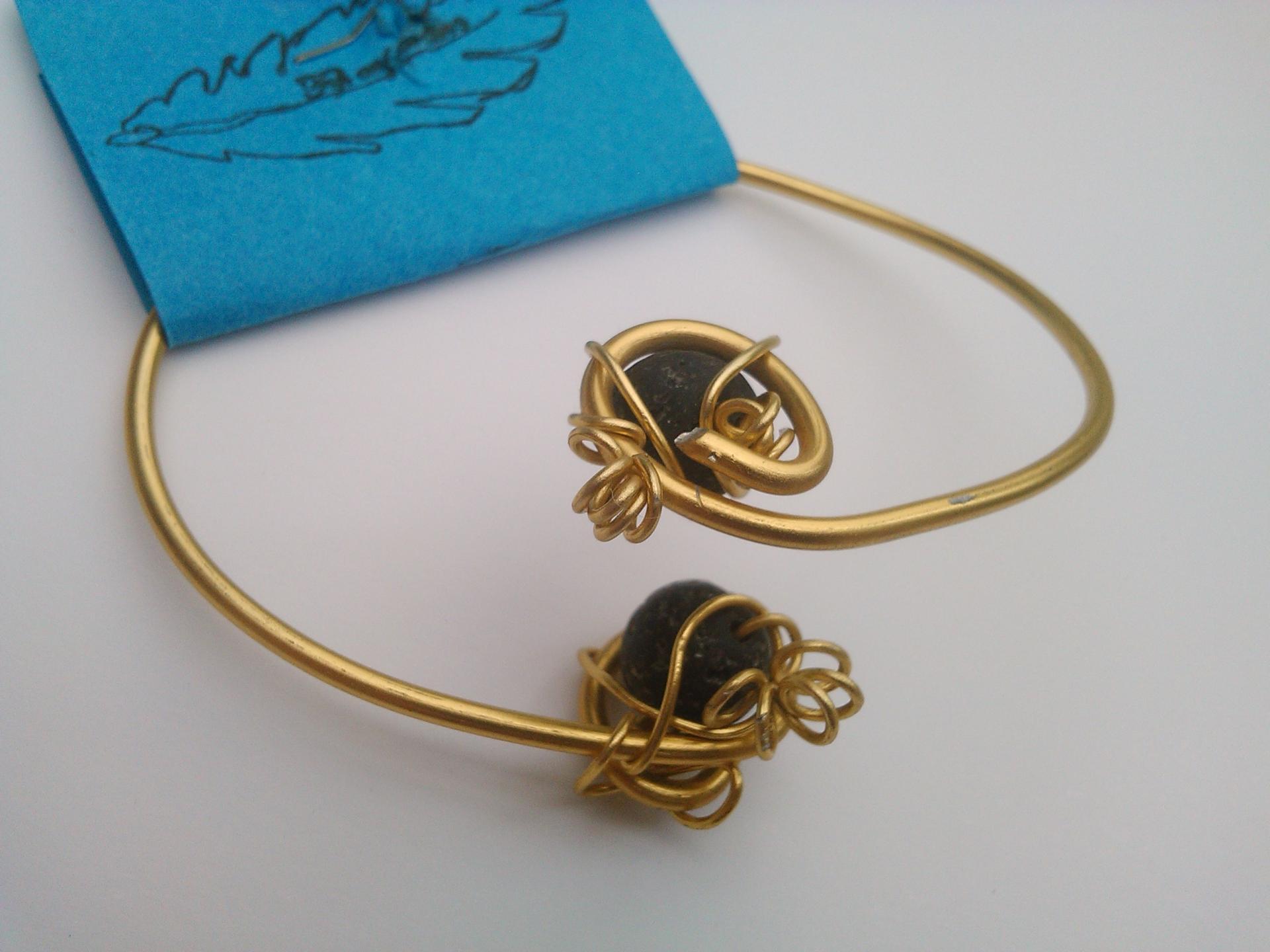 Parure bracelet charles qualite materiaux precieux fantaisie perles de qualite fils tresses couleurs travaillees main pieces de dentelle brodees main fifi au jardin precious png