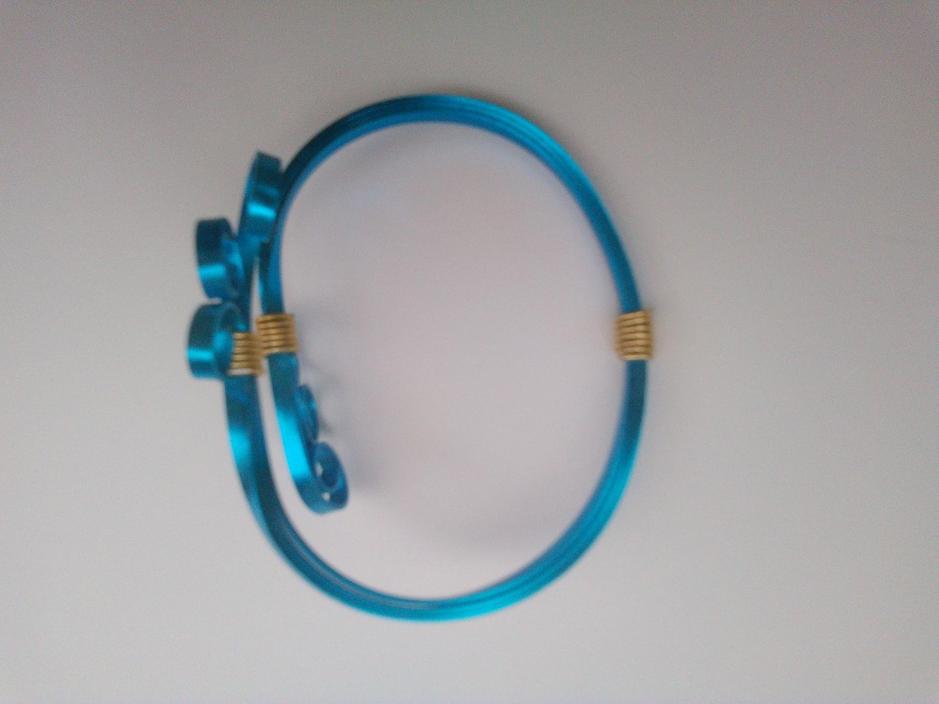 Parure bracelet victoire qualite materiaux precieux fantaisie perles de qualite fils tresses couleurs travaillees main pieces de dentelle brodees main fifi au jardin precious i2
