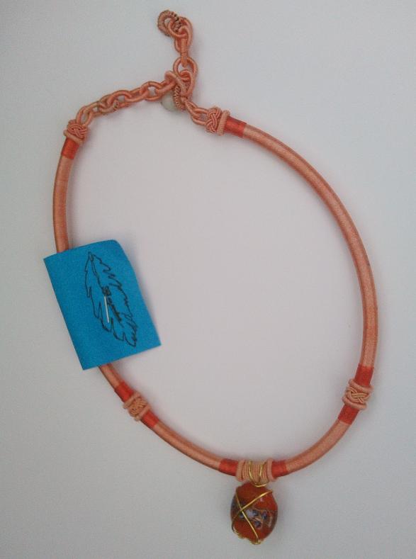 Parure collier viviane qualite materiaux precieux fantaisie perles de qualite fils tresses couleurs travaillees main pieces de dentelle brodees main fifi au jardin precious 1