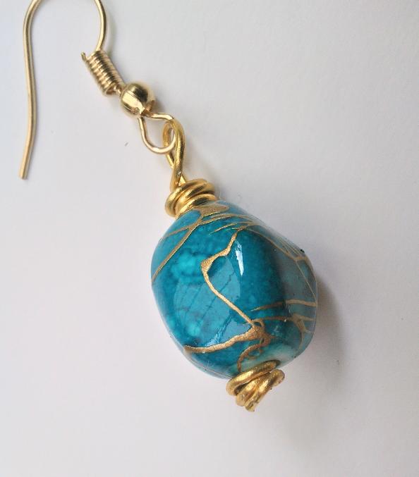 Parure paire de boucles d oreilles lagon qualite materiaux precieux fantaisie perles de qualite fils tresses couleurs travaillees main pieces de dentelle brodees main fifi au jardi