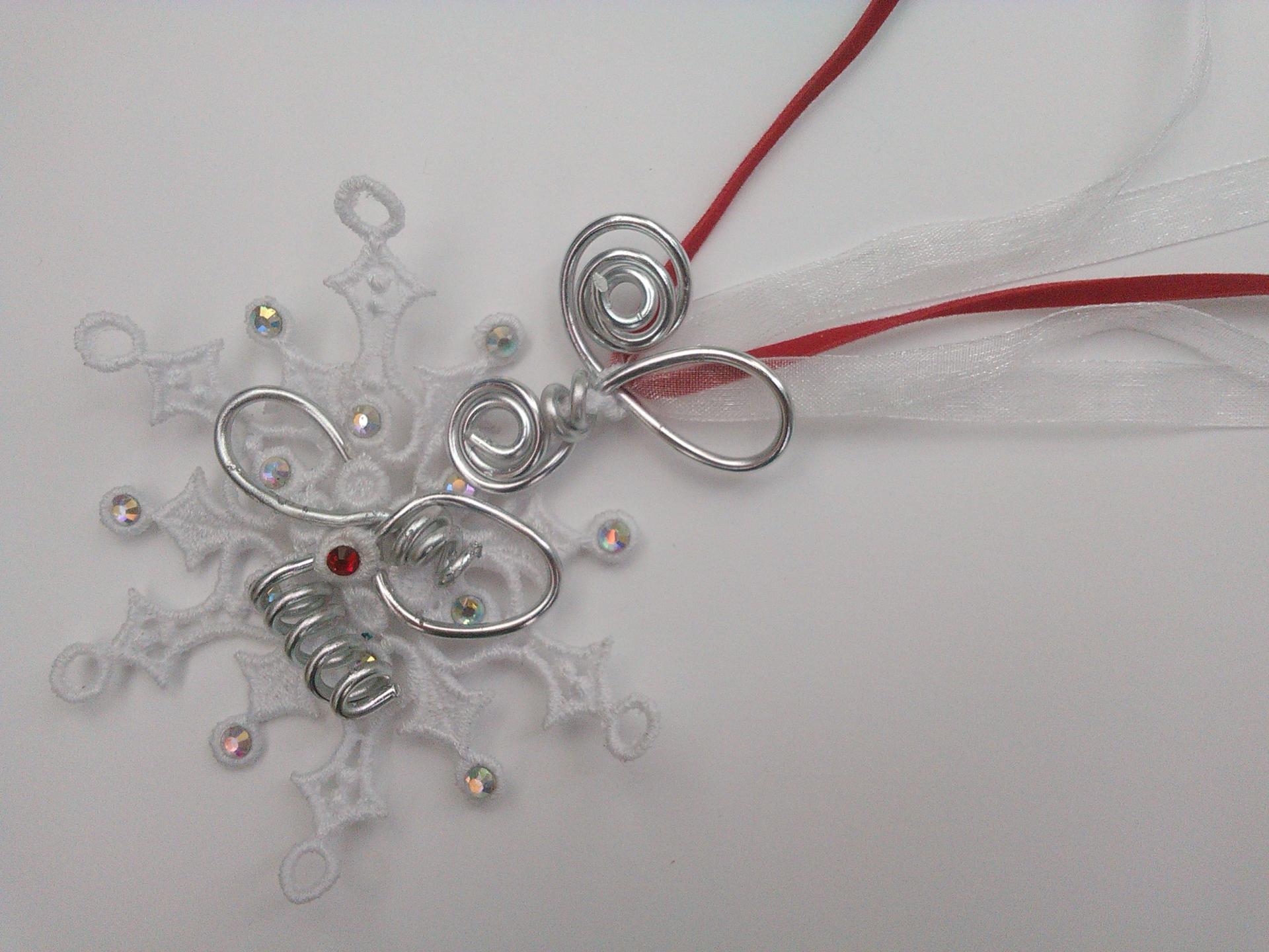 Parure sautoir marie angele qualite materiaux precieux fantaisie perles de qualite fils tresses couleurs travaillees main pieces de dentelle brodees main fifi au jardin precious