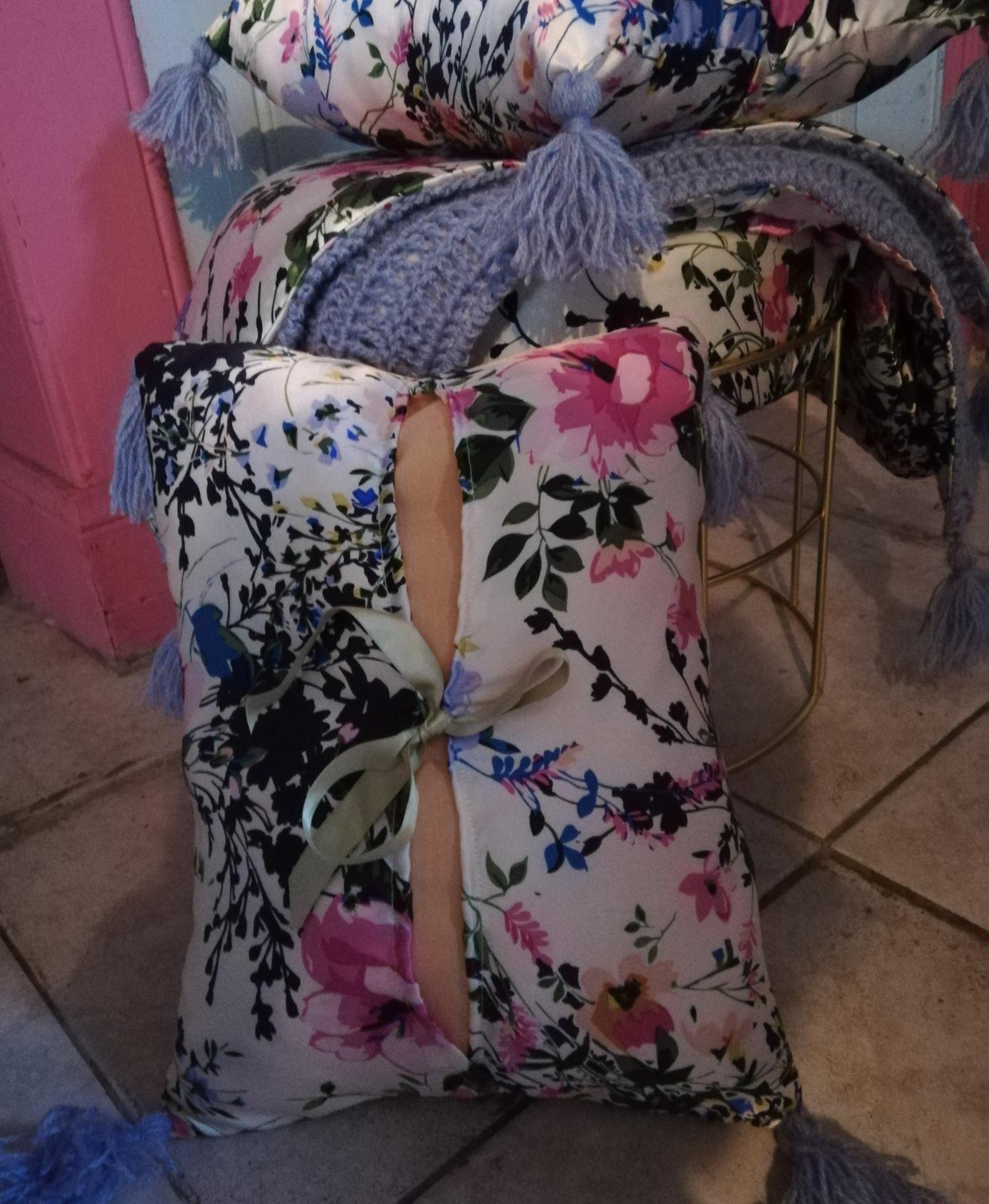 Rechauffe canape de qualite coussin cale tete de qualite rien que pour soie pouf assise douceur rien que pour soie fifi au jardin detail 2