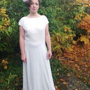 Robe de mariee reversible annees folles fifi au jardin pose 11