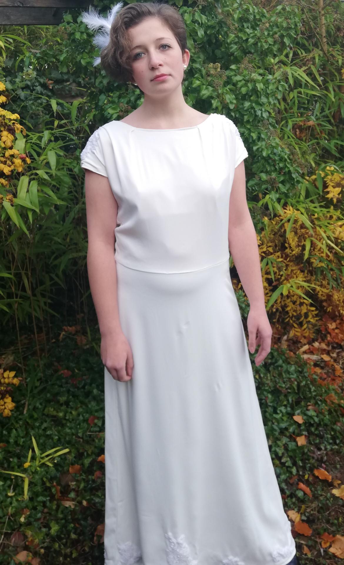 Robe de mariee reversible annees folles fifi au jardin pose 12