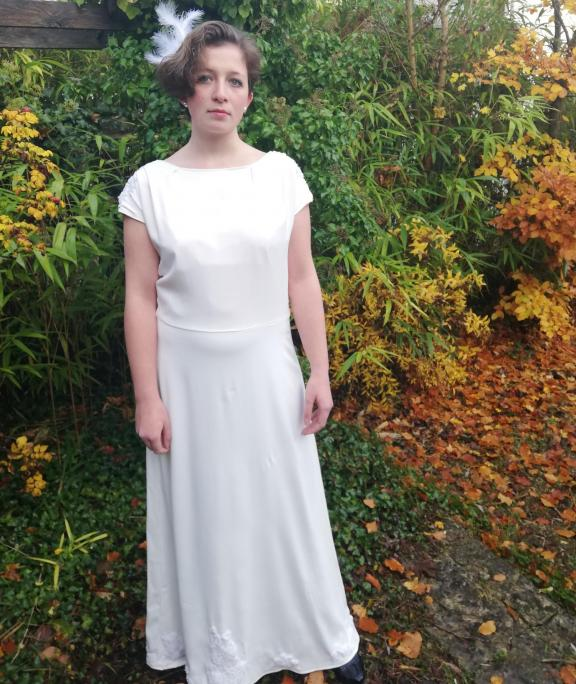 Robe de mariee reversible annees folles fifi au jardin pose 13