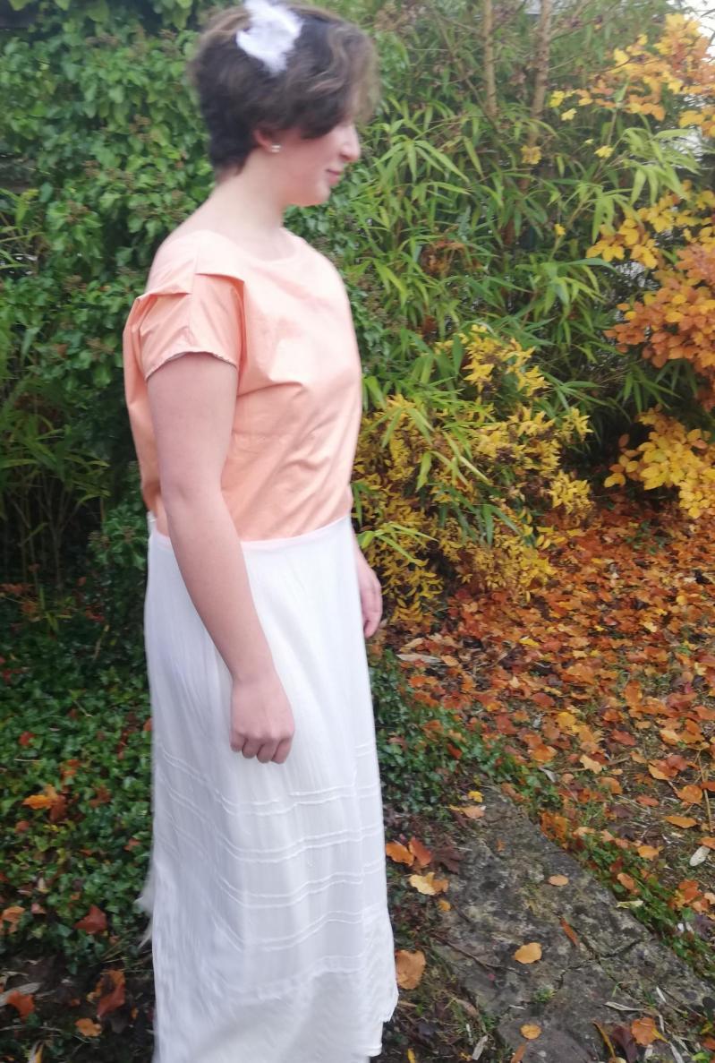 Robe de mariee reversible annees folles fifi au jardin pose 16