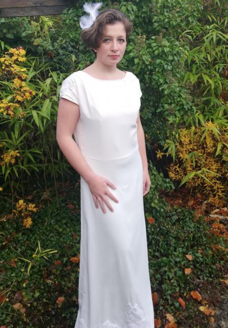 Robe de mariee reversible annees folles fifi au jardin pose 18