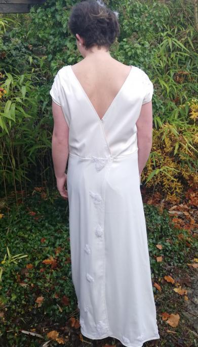 Robe de mariee reversible annees folles fifi au jardin pose 19