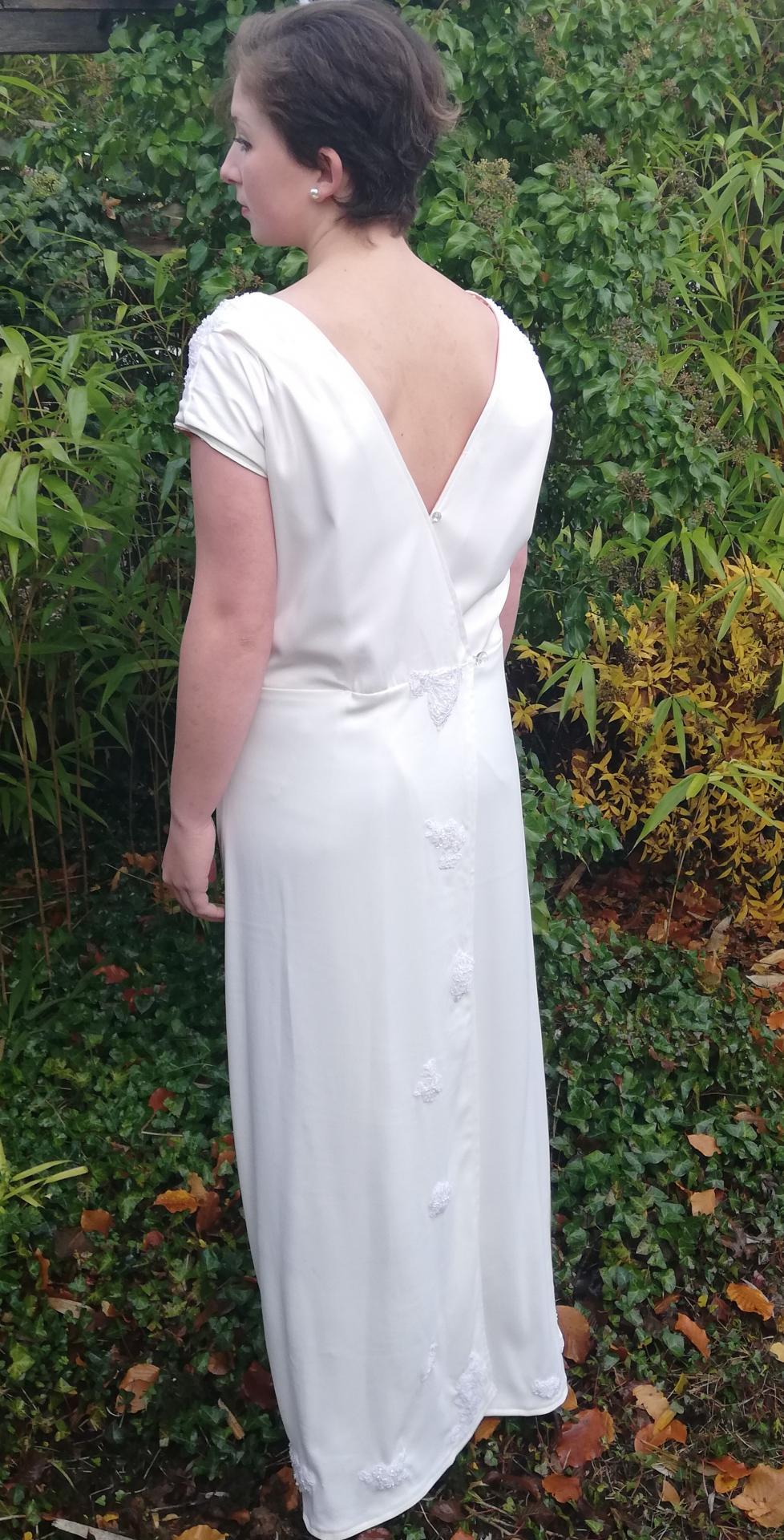 Robe de mariee reversible annees folles fifi au jardin pose 20