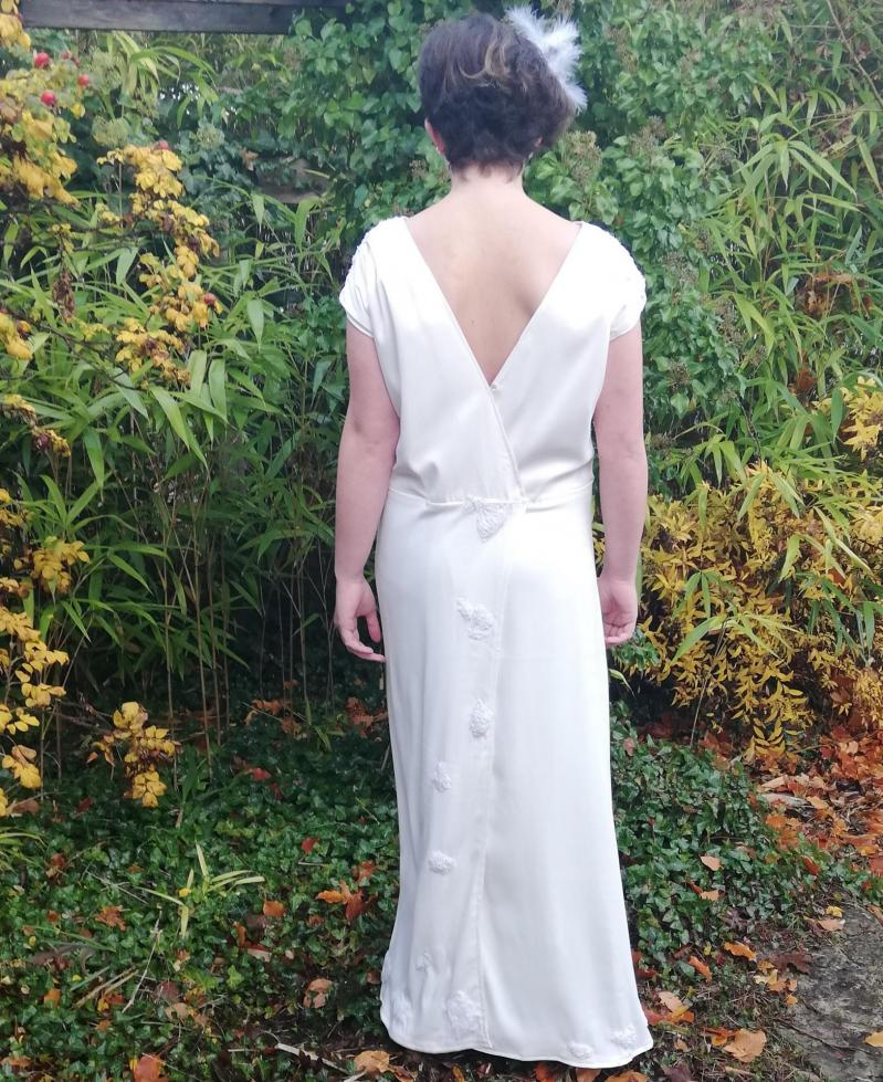 Robe de mariee reversible annees folles fifi au jardin pose 21
