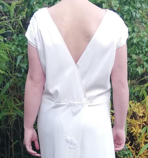 Robe de mariee reversible annees folles fifi au jardin pose 22