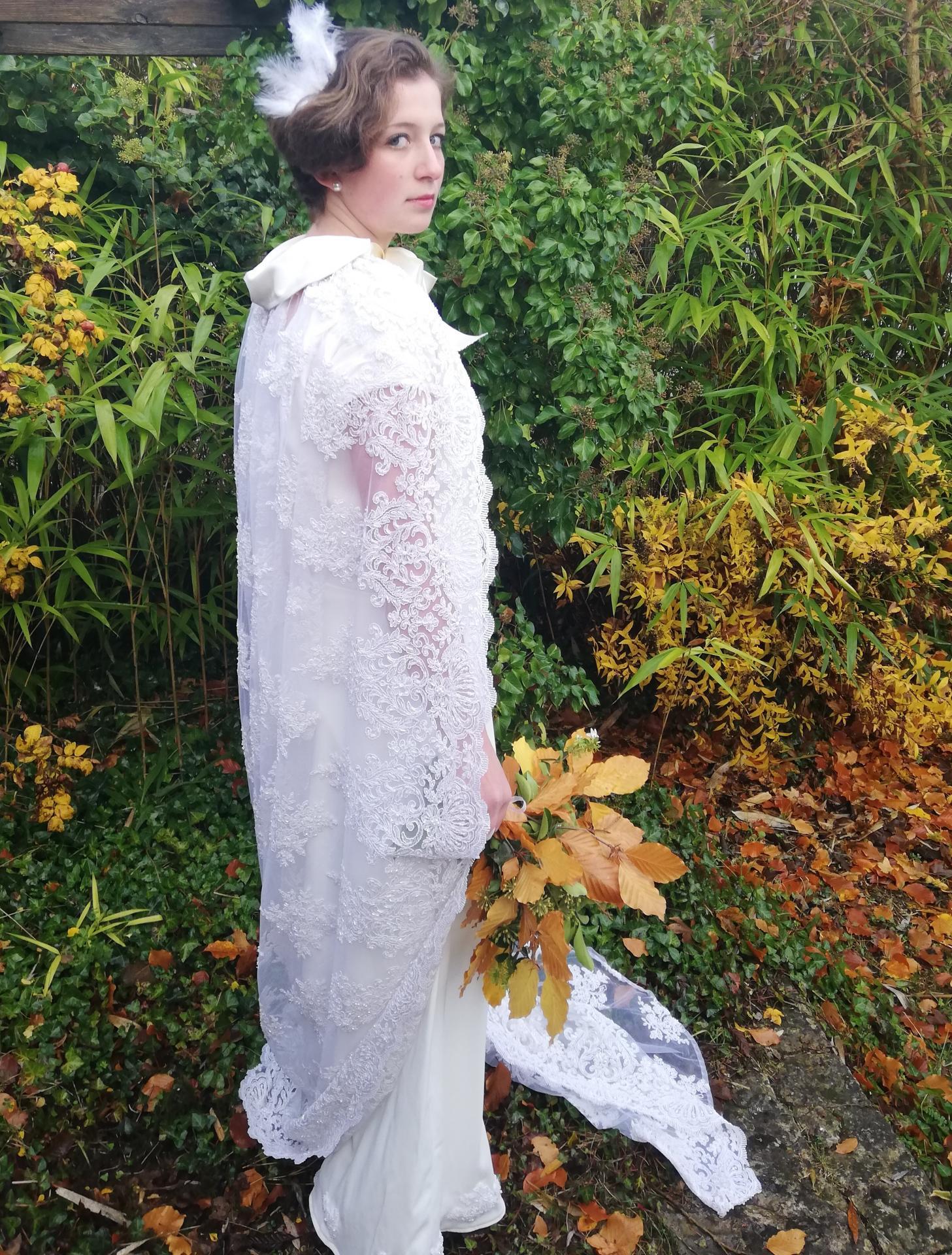 Robe de mariee reversible annees folles fifi au jardin pose 23