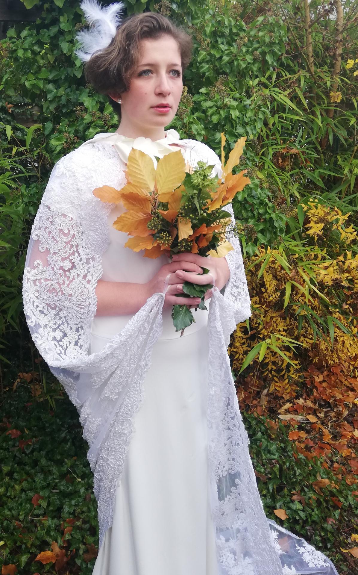 Robe de mariee reversible annees folles fifi au jardin pose 24