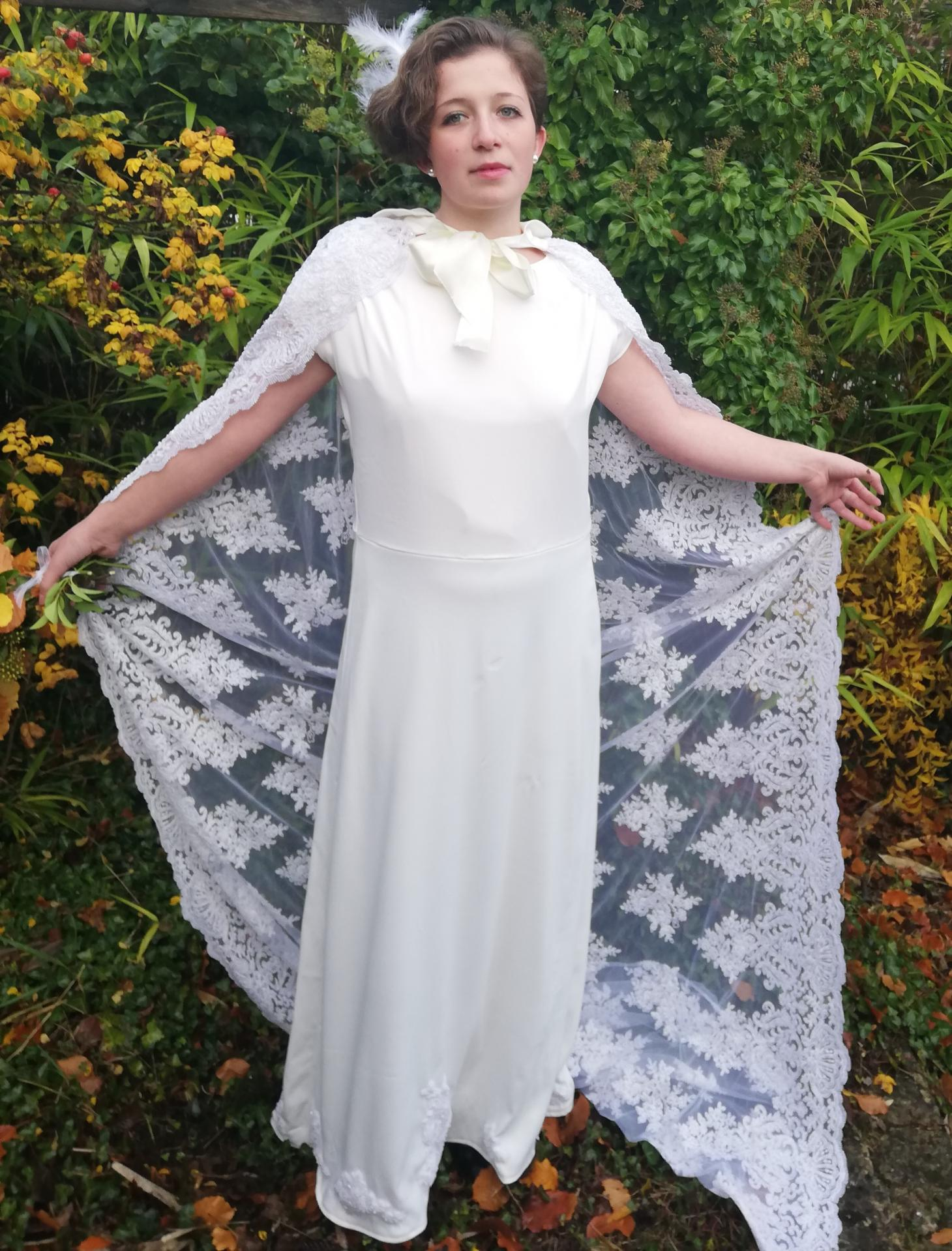 Robe de mariee reversible annees folles fifi au jardin pose 26