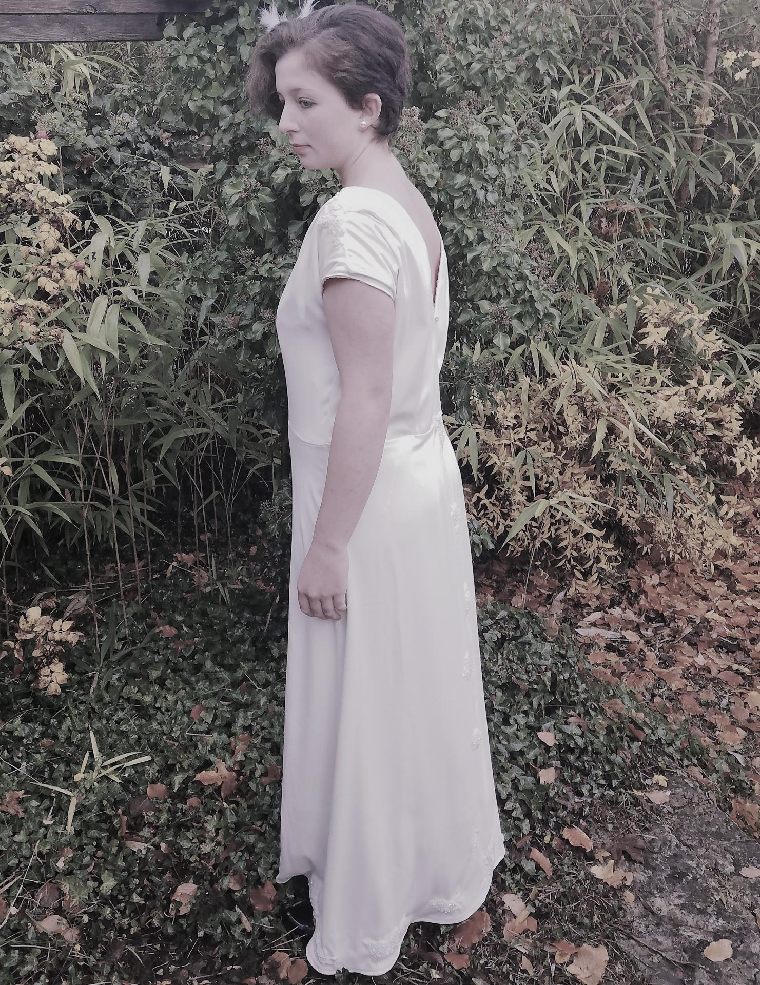 Robe de mariee reversible annees folles fifi au jardin pose 3