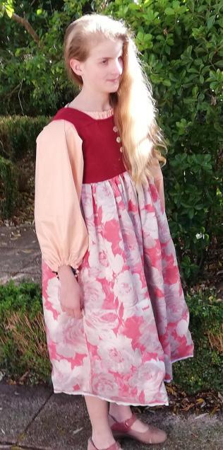 Robe de princesse reversible 10 14 ans framboise fifi au jardin pose 5