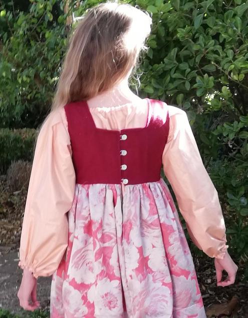 Robe de princesse reversible 10 14 ans framboise fifi au jardin pose 6