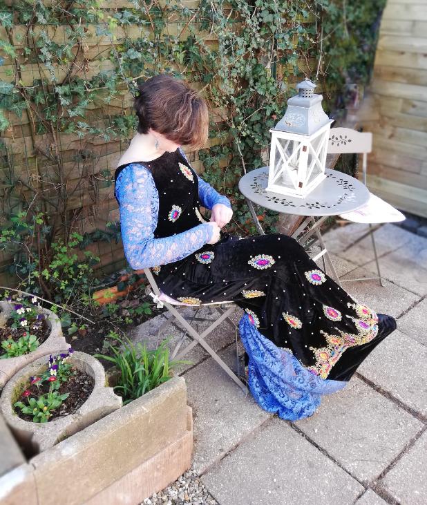 Robe de soiree reversible longue velours brode et dentelle motifs de couleurs fifi au jardin gamme femmes i12
