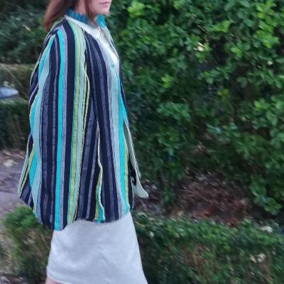 Robe droite longue reversible bleu de paillettes fifi au jardin cape feuillages d elegance pose 4
