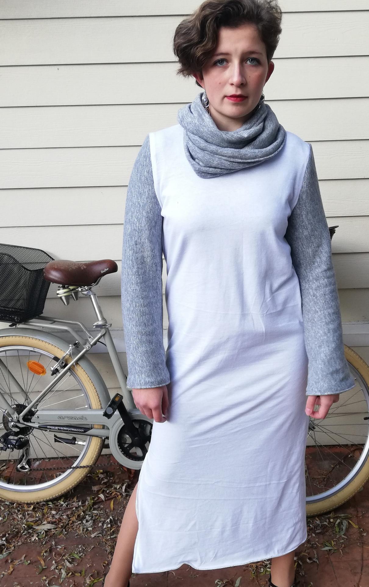 Robe droite longue reversible epure de paillettes fifi au jardin pose 2