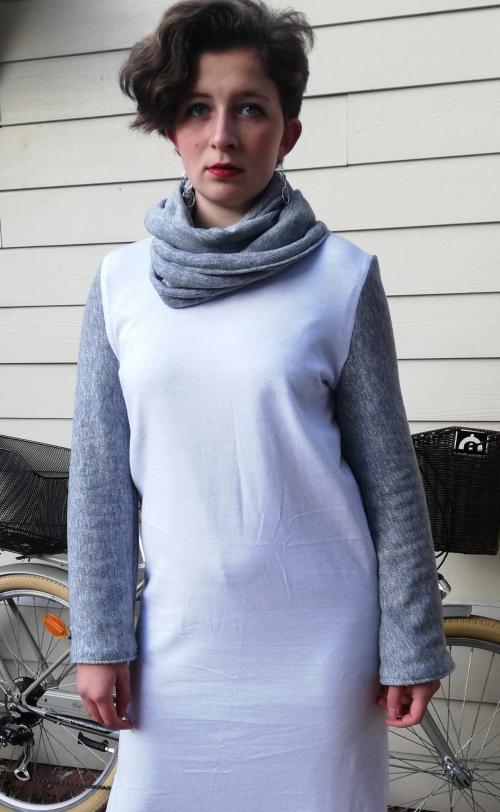 Robe droite longue reversible epure de paillettes fifi au jardin pose 3