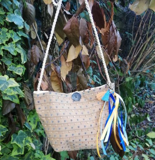 Sac reversible l astucieux blanc brun beige fifi au jardin verso avec ses rubans accessoirises