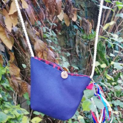 Sac reversible l astucieux bleu et tartan fifi au jardin avec ses rubans et coeurs accessoirises verso