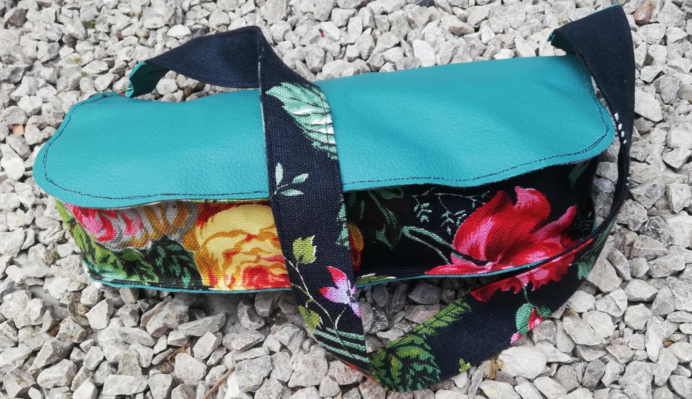 Sac reversible l elegant cuir veritable vert anis fait main fermeture eclair anse soie fifi au jardin daily gamme maroquinerie i4 1