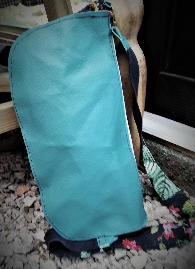 Sac reversible l elegant cuir veritable vert anis fait main fermeture eclair anse soie fifi au jardin daily gamme maroquinerie i6 1