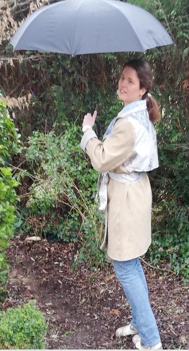 Trench reversible beige bleu gris fifi au jardin pose 3