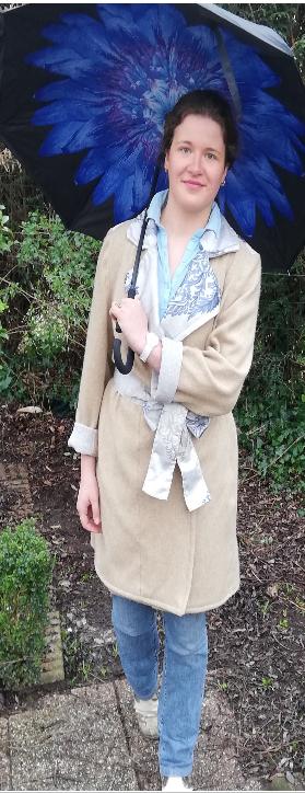 Trench reversible beige bleu gris fifi au jardin pose 6